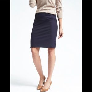🔥JUST IN 🔥Banana Republic Skirt